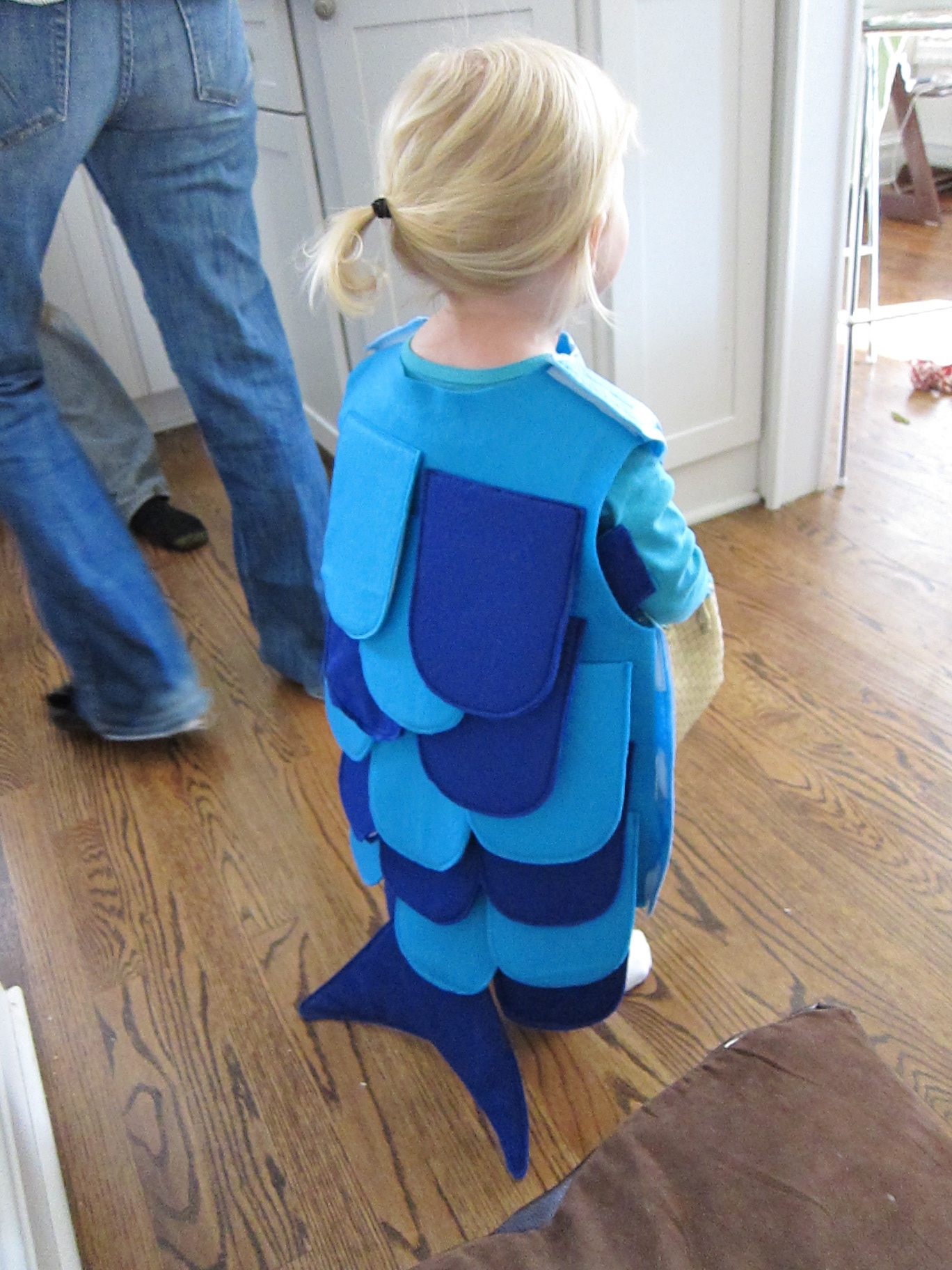 Diy toddler fish halloween costume doughing rogue for Kids fish costume
